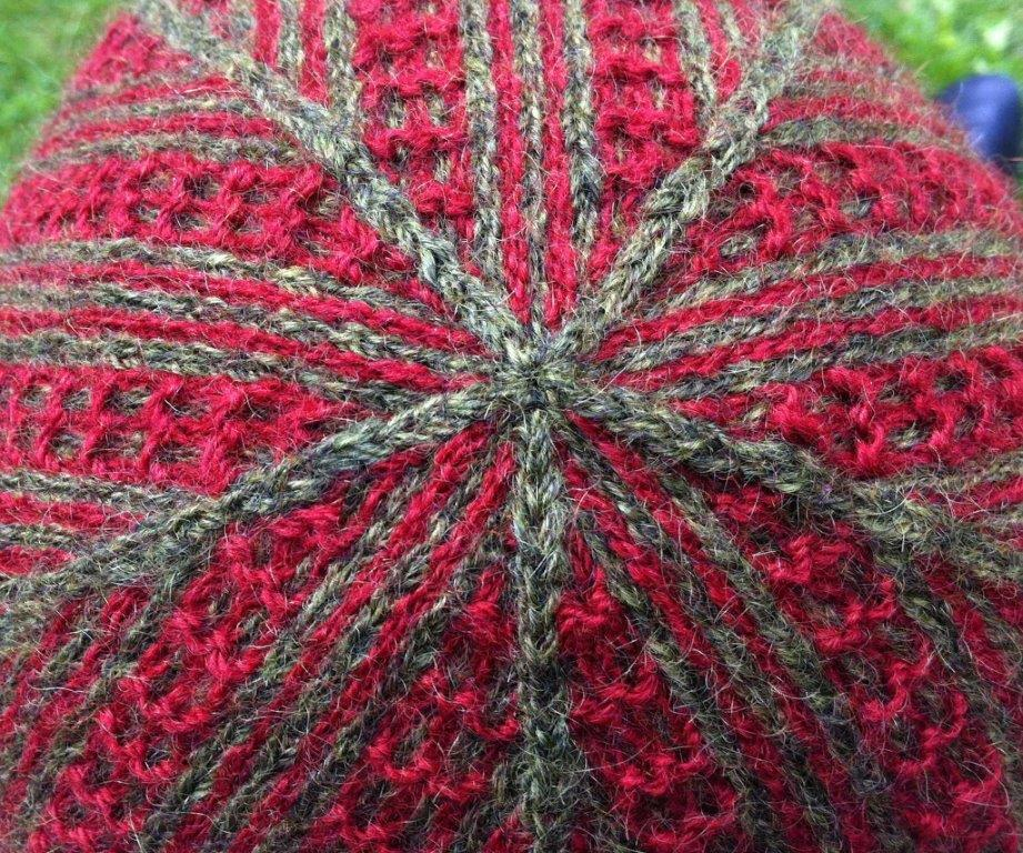 Lappone: Smalrand - Twined knitted hat with crook stitch pattern