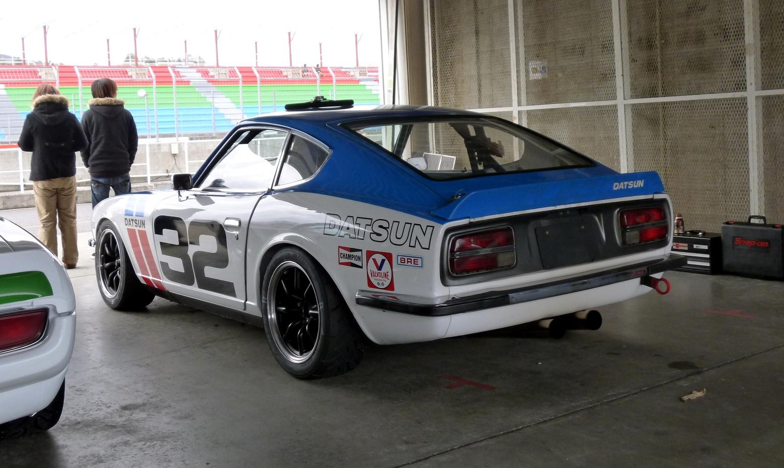 Nissan Fairlady Z S30, kultowy, samochód z duszą, datsun, sportowy, japoński, jdm, zdjęcia, tuning, wyścigi, oldschool, classic
