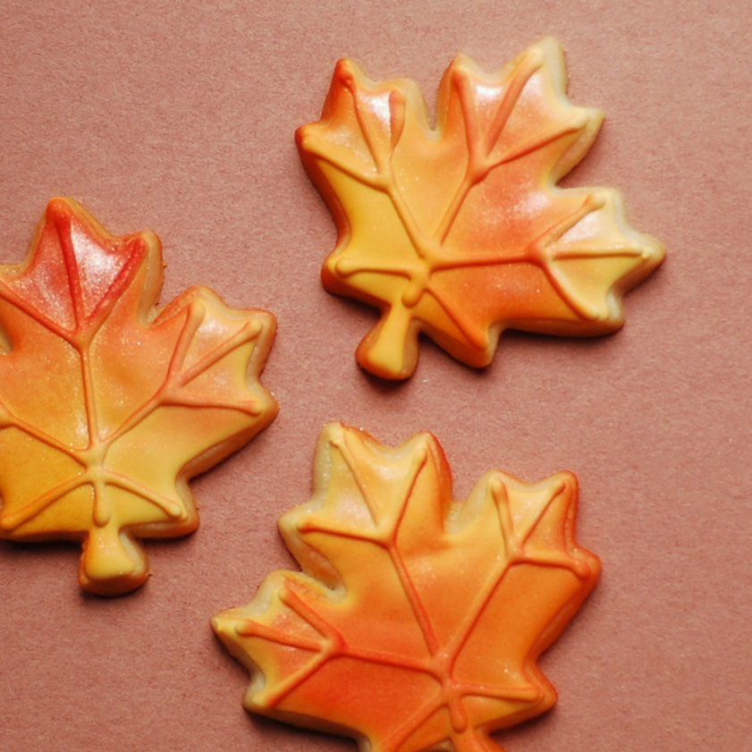Marzipan leaf cookies decorated with wilton color mist for 7p decoration