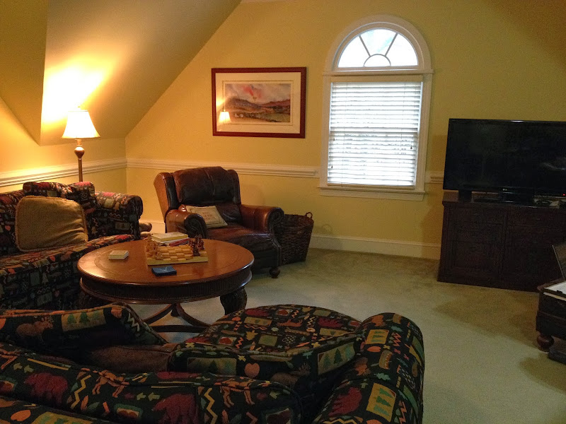 Colors That Go Well with Brown Sofa