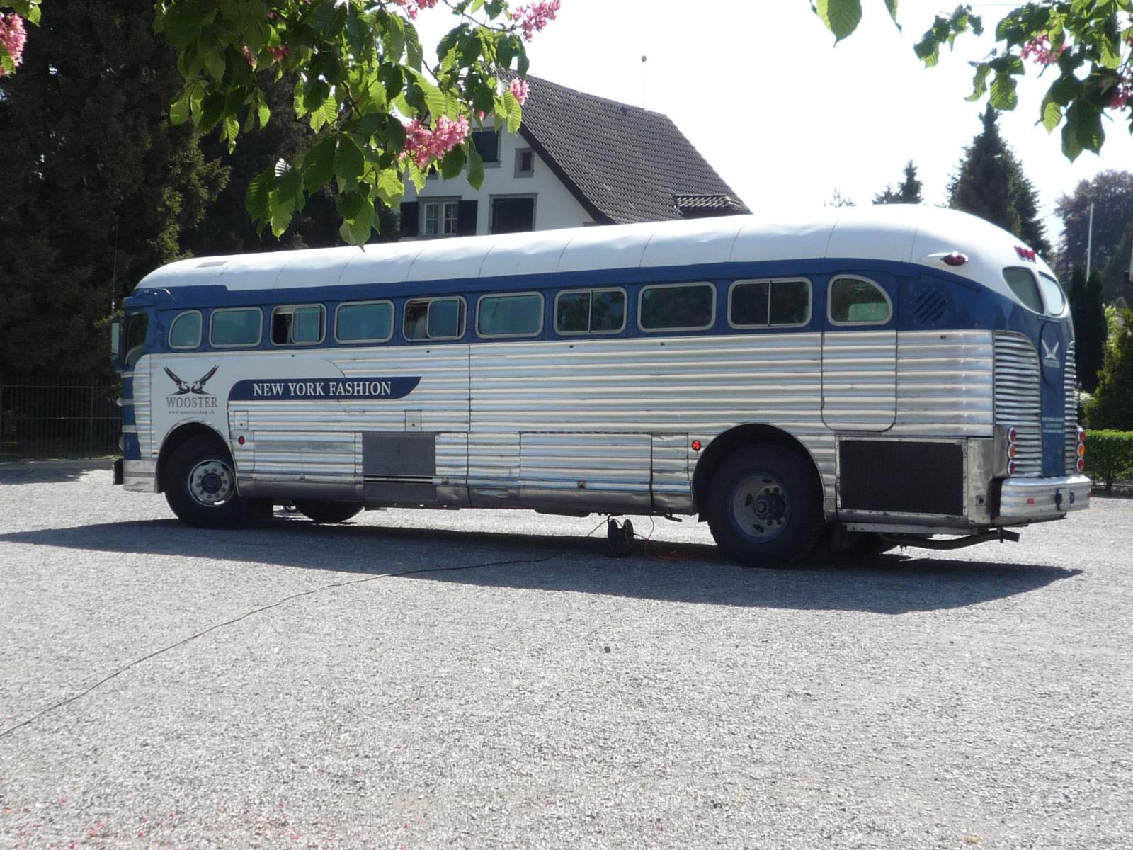 happy campers wooster bus on tour. Black Bedroom Furniture Sets. Home Design Ideas