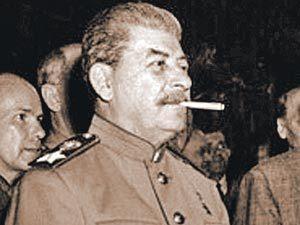 Сталин с самокруткой
