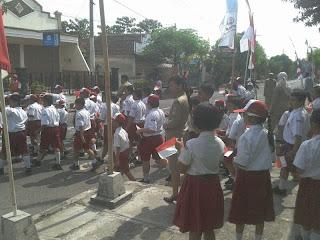 Antusiasme Guru dan Siswa Sekolahan Di Magetan Dalam Menyambut SBY