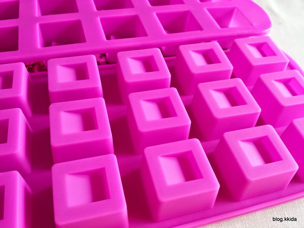 PINK SQUARE CHOC MOULD