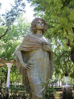 Sevilla - Estatua de la Duquesa de Alba 02