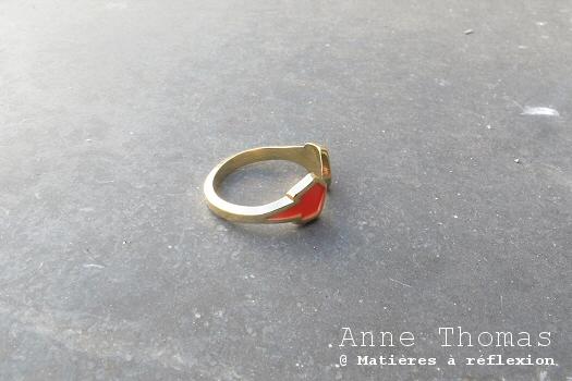 Bague Ausgang rouge fluo Anne Thomas bijoux dorés colorés