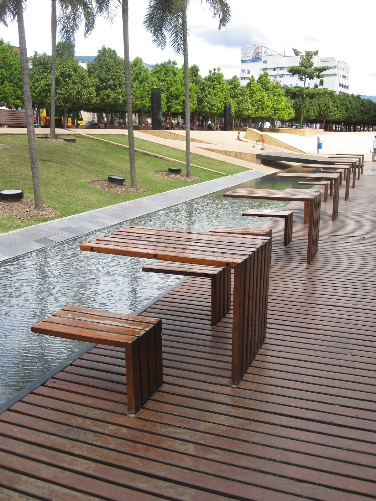 Arquitetura e sustentabilidade medell n for Mobiliario urbano tipos