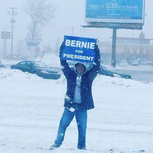 "<b><a href=""http://BernieSanders.com/"">Go Bernie Sanders! Feel the Bern</a></b>"