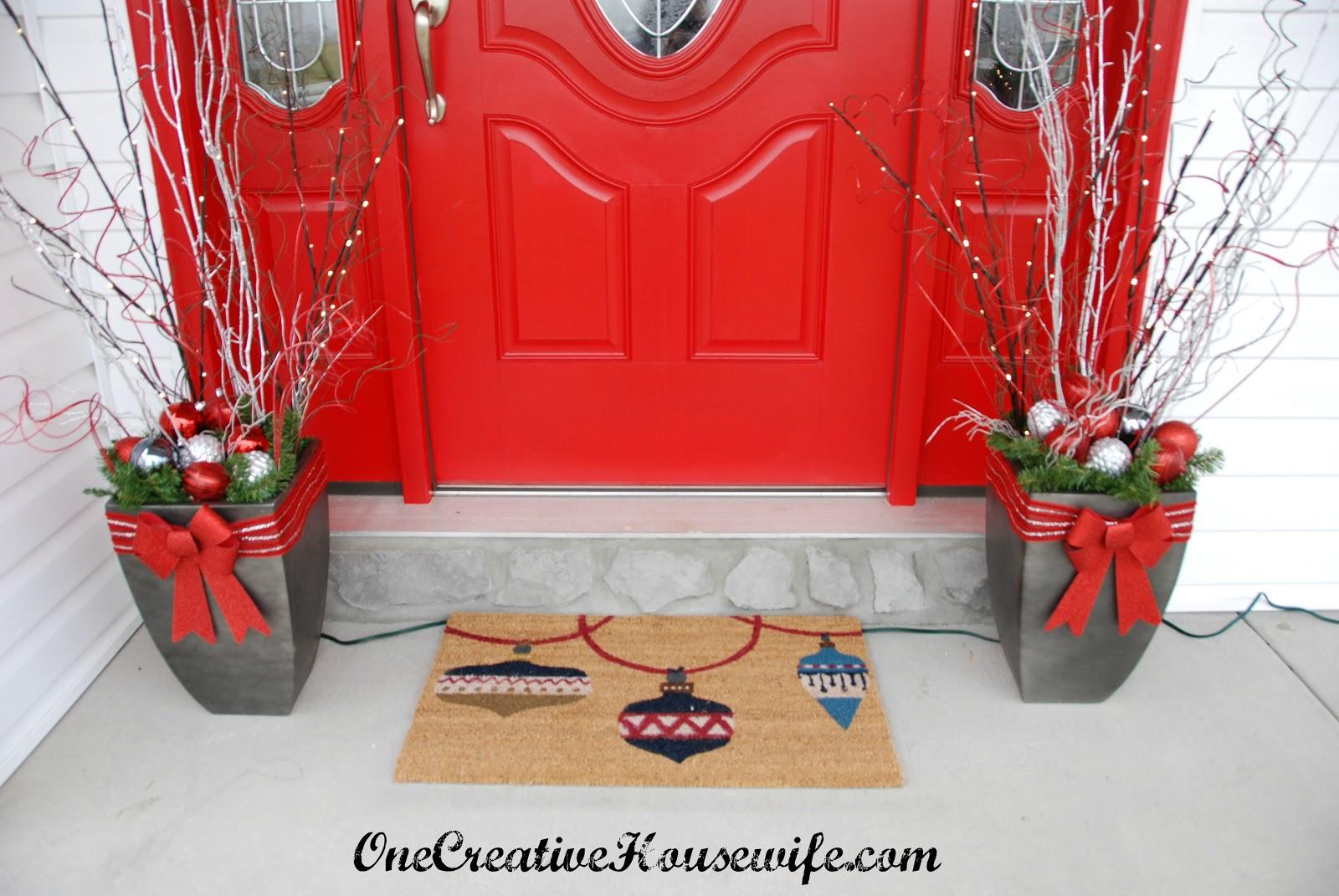 One Creative Housewife My Outdoor Christmas Decorations ~ 101404_Christmas Decorating Ideas For Outdoor Pots