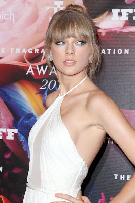 Taylor Swift is sheer elegance while attending the 2013 Fragrance Foundation Awards