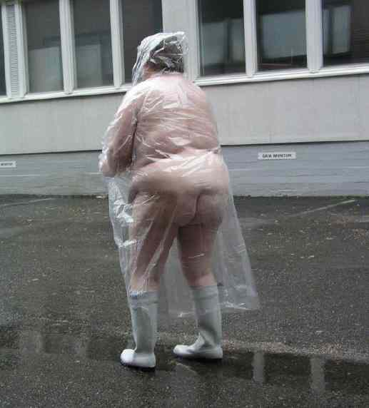 Living the Good Life: Friday funny - Why raincoats are yellow!