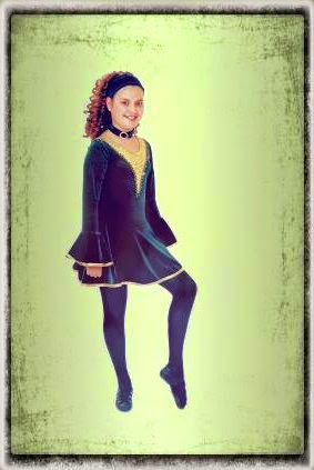 danzatrice irlandese in abito tipico