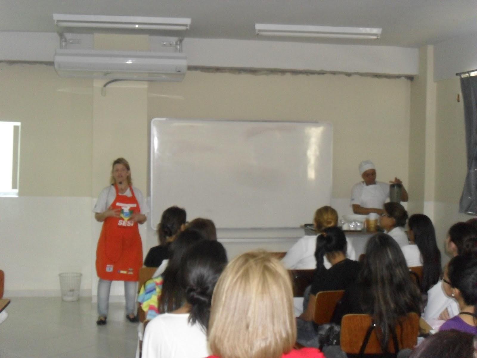 Dra. Aline Monteiro ministrando o curso Aproveitamento Integral dos  #B31825 1600 1200