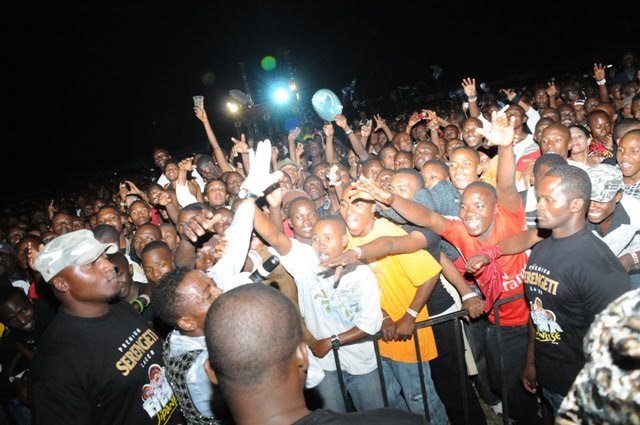 Video:Angalia Shows za Diamond Alipo Warusha Congo na Burundi. Alindwa