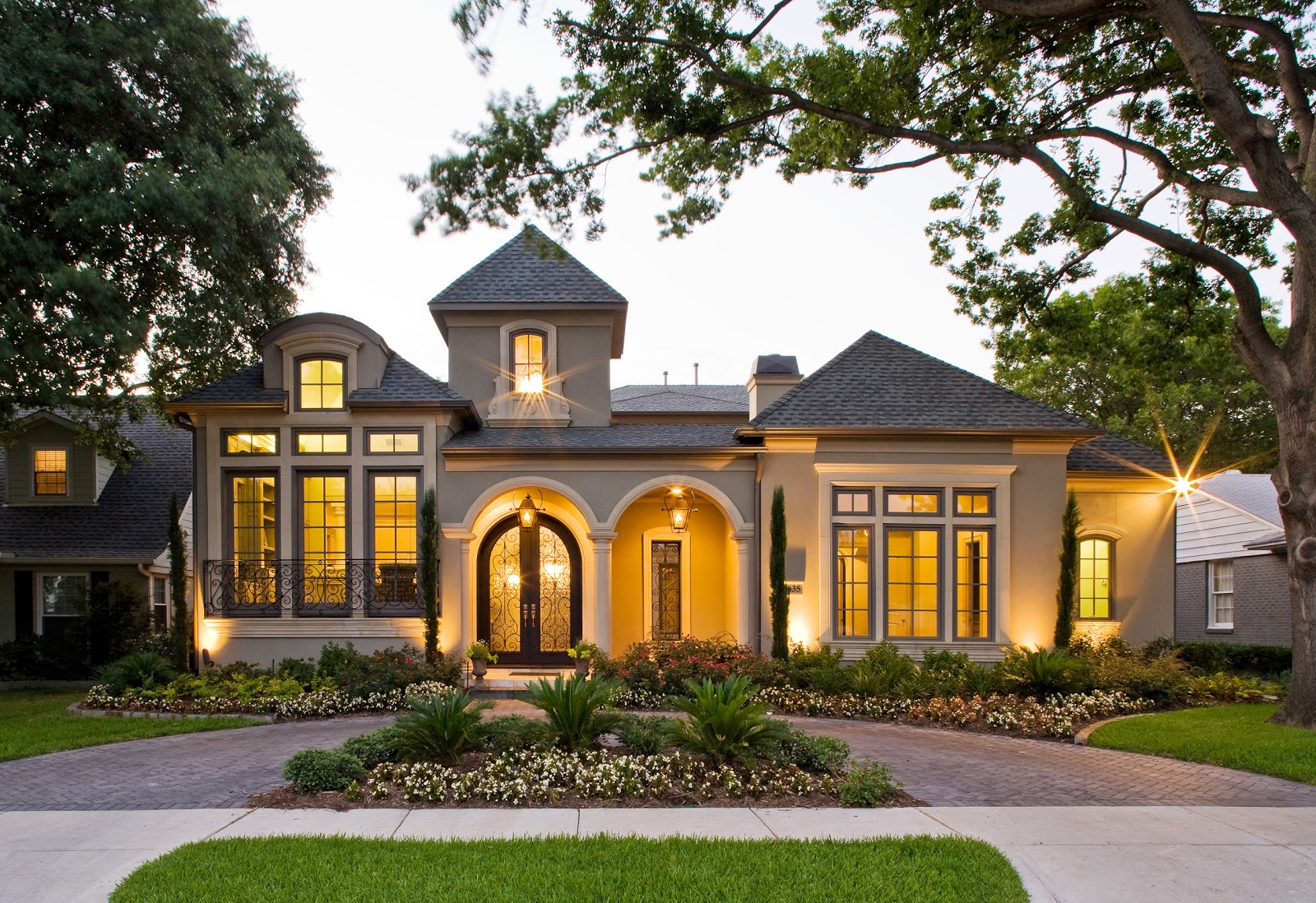 Home design ideas pictures exterior paint house pictures for Exterior home lighting design