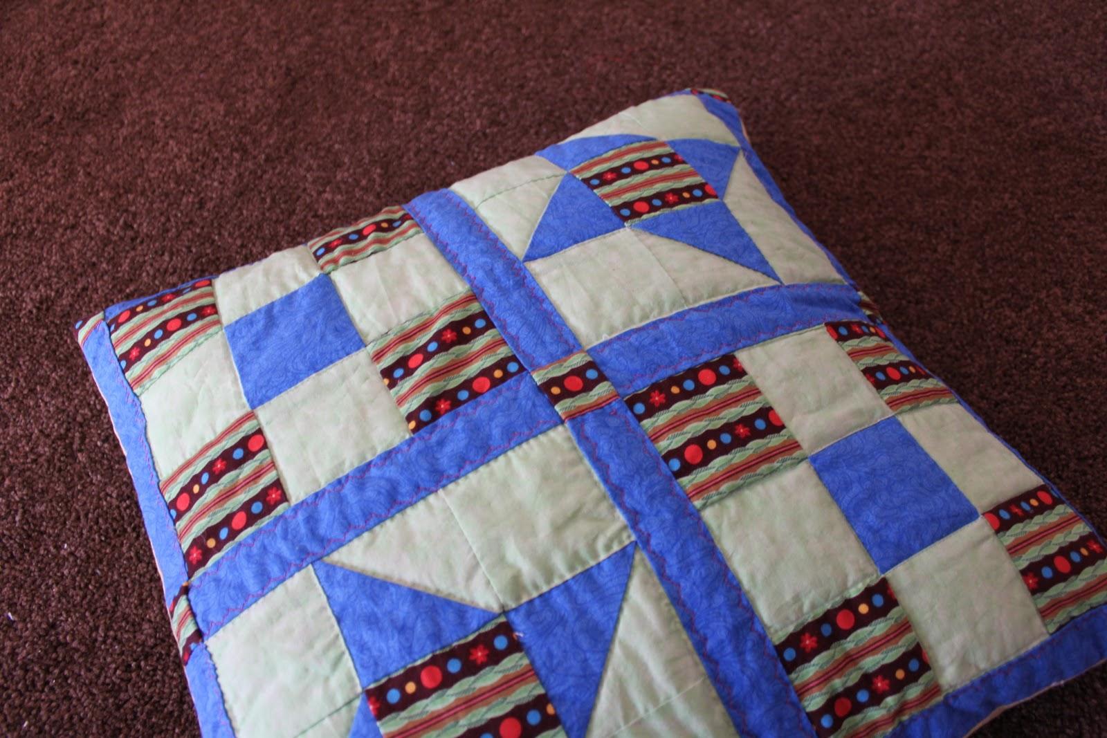 El rinc n de angostura mi primer cojin de patchwork for Manta punto gordo