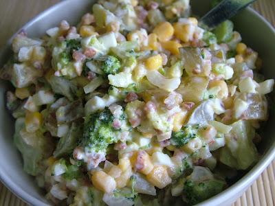 Sałatka z brokułami i kaszą gryczaną