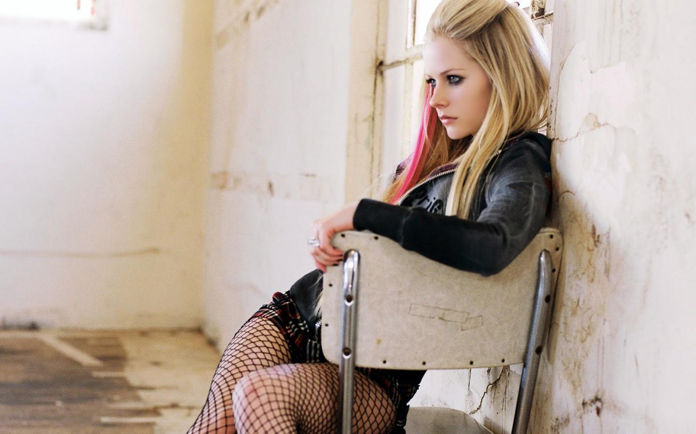 http://4.bp.blogspot.com/-f8spmkpHe4c/TwCMvUGPaGI/AAAAAAAABCo/naHk6zgvLss/s1600/Avril_Lavigne.jpg