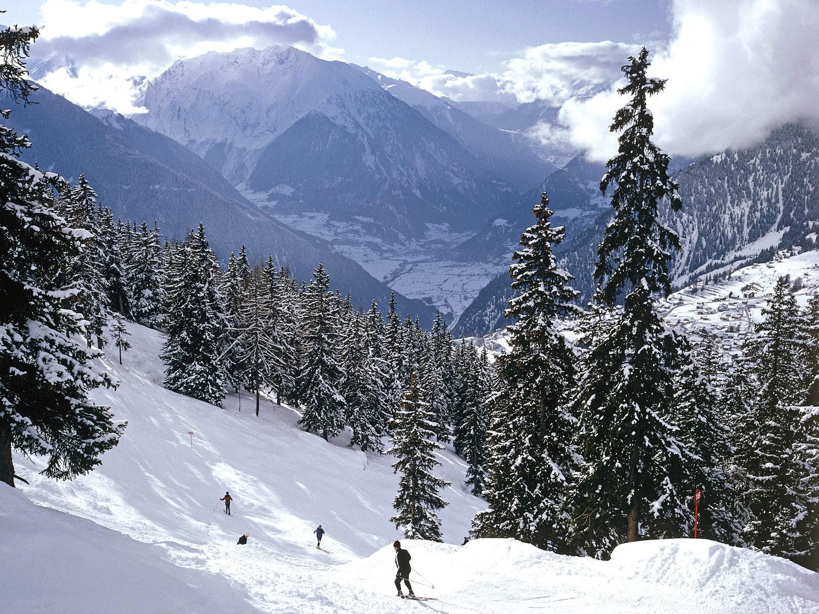 The swiss alps switzerland tourist destinations for Vacation in the snow