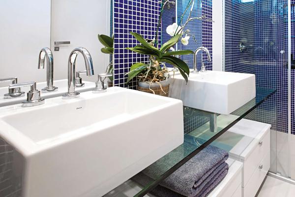 Materiais diferentes para usar na bancada do banheiro -> Bancada De Banheiro Com Pastilha De Vidro