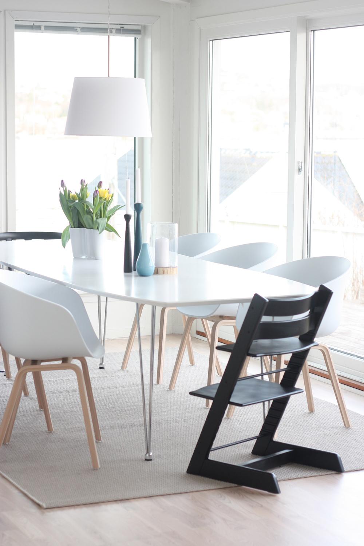 rundt bord med stoler stue