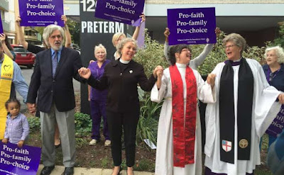 Methodist, Episcopal clergy 'bless' Cleveland abortion clinic in prayer service
