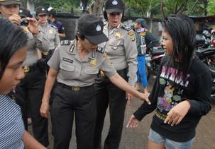 Polisi Razia Celana Pendek Dikecam