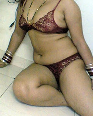 ... aunty waiting for her husband in bedroom mallu desi aunty look spicy