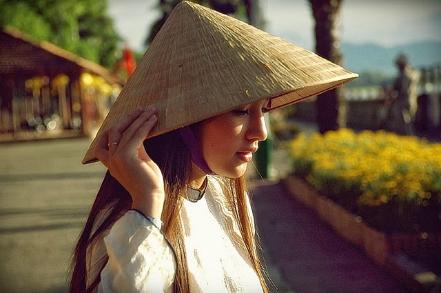 Vietnamese girls wearing conical hats