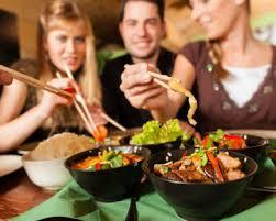 Doyang Makan Di Luar Meningkatkan Resiko Hipertensi
