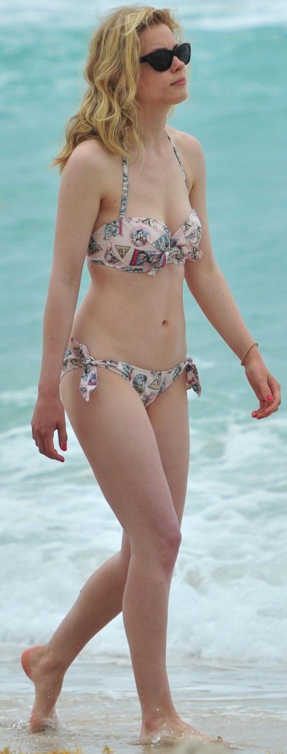 Gillian Jacobs Bikini | The World Hot Pics
