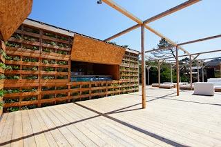 Local Comercial en la Playa Construido con Palets, Arquitectura Sostenible