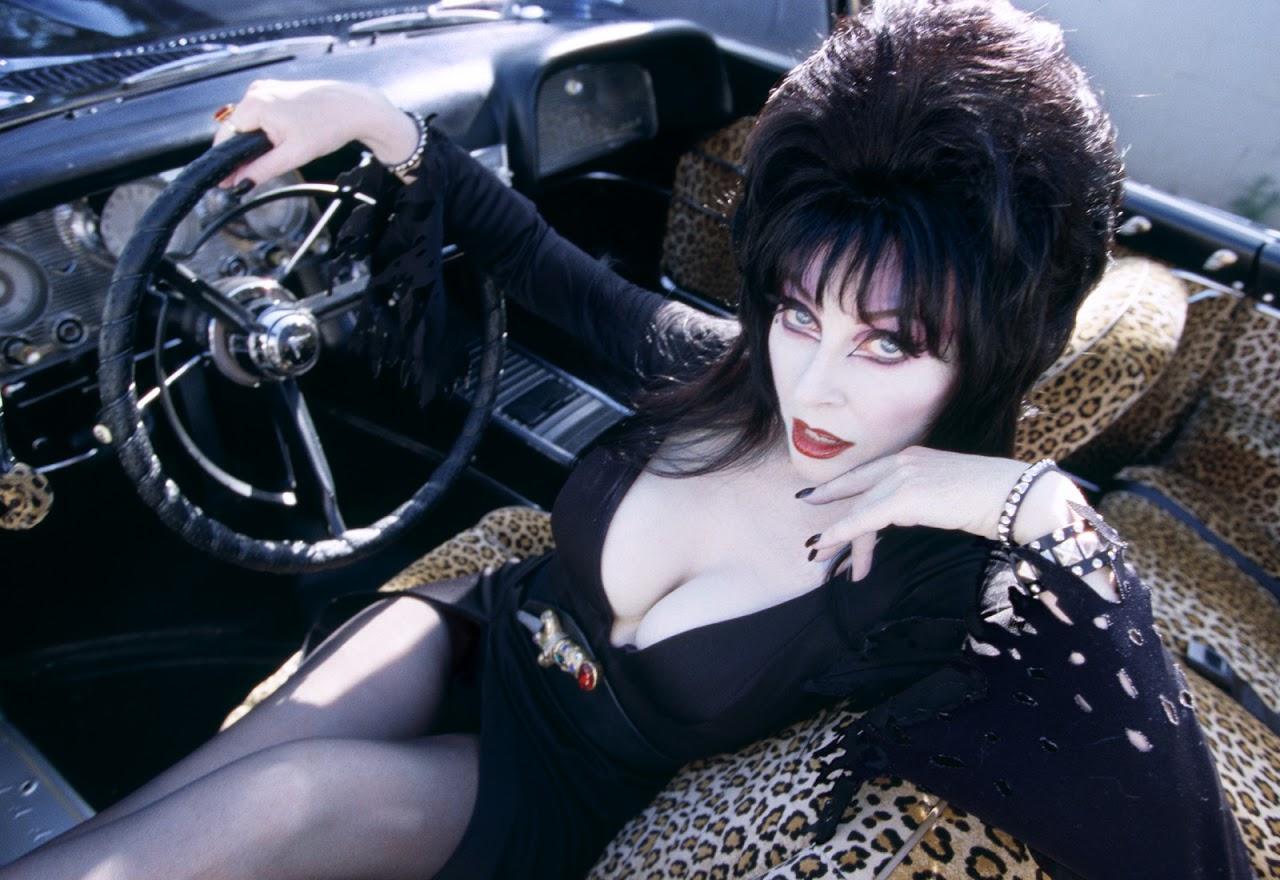 http://4.bp.blogspot.com/-fAuZLfNqN8k/TrbmZPSvcQI/AAAAAAAADQ4/tP7eJzTmy6I/s1600/Elvira.+Mistress+of+the+Dark+01.jpg