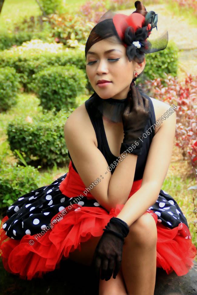 Model Seksi Hitam Merah di Hutan Kota Satria - Fotografer : KlikMg.com - Fotografer Purwokerto / Fotografer Banyumas / Fotografer Indonesia