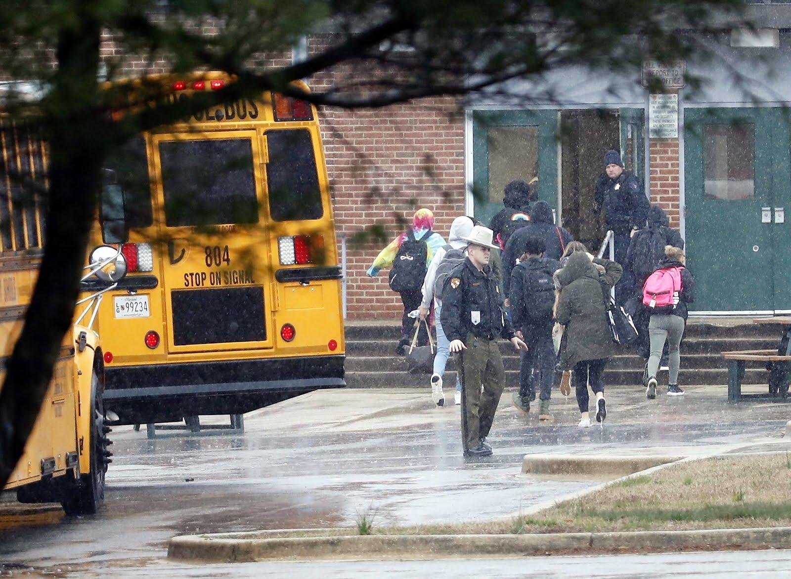 Maryland: Atirador abre fogo em escola e é morto por segurança armado