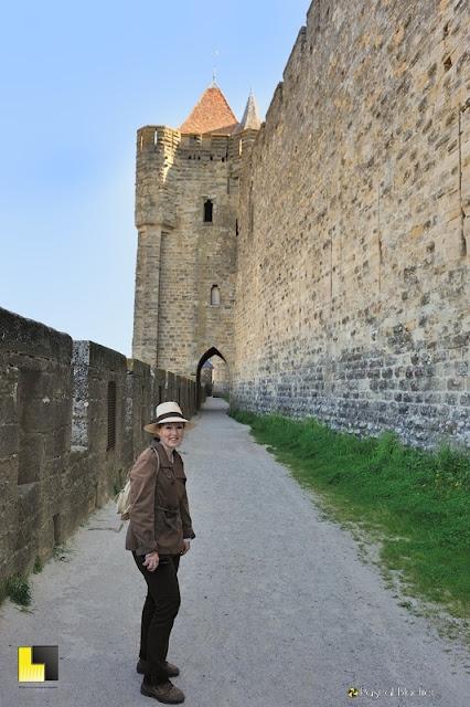 Valérie Blachier en direction de la porte de l'Aude photo Blachier Pascal Au delà du cliché