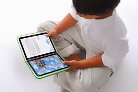 LEE CON UN EBOOK