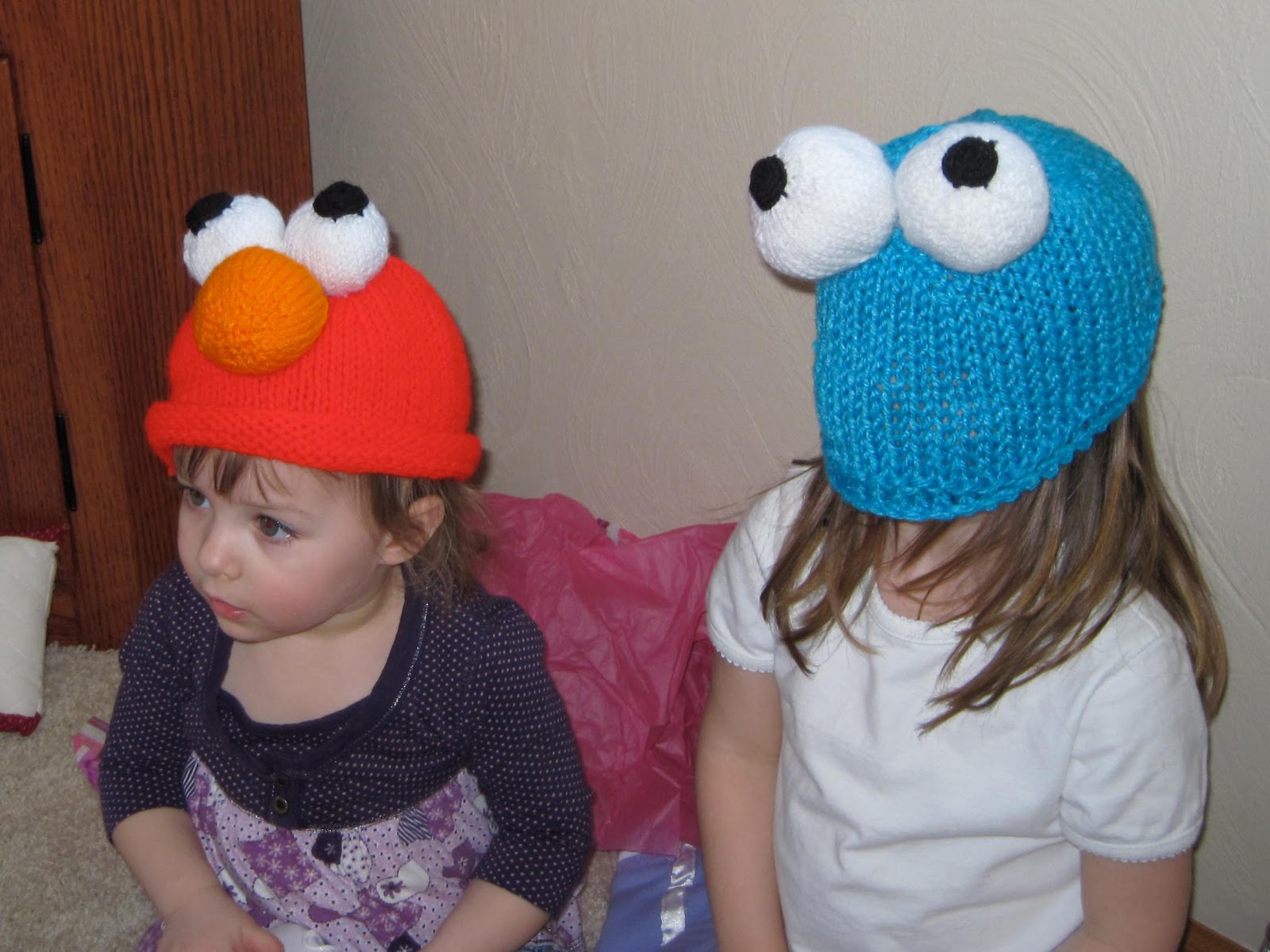 Craftimism elmo and cookie monster knit hats i bankloansurffo Gallery
