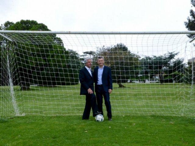 Resultado de imagen para Mauricio Macri y Tabaré Vázquez futbol