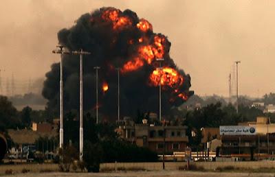 avion en llamas en la guerra de libia