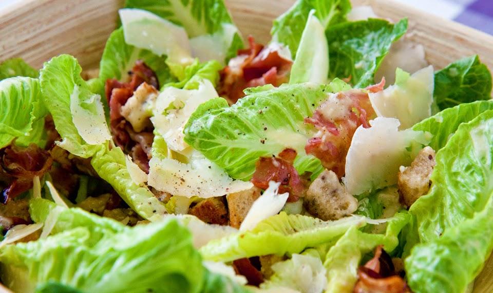Fatto in casa insalata caesar o di cesare un piatto for Piatto tipico romano