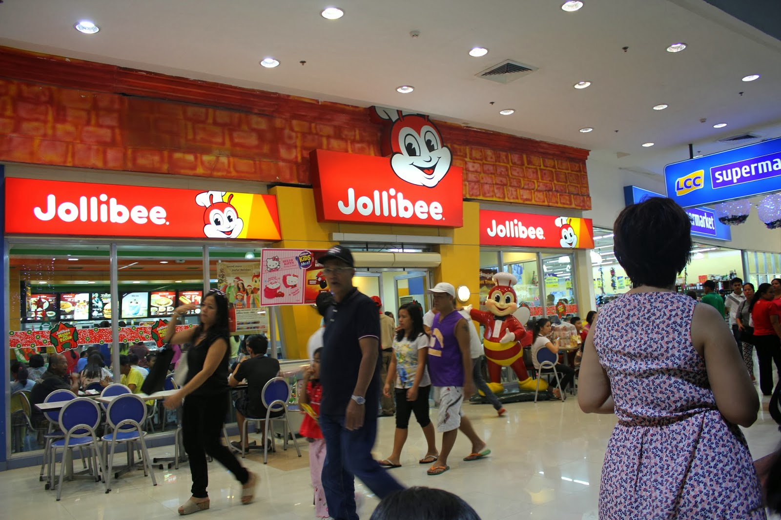 jolibee The beacon of success offering over 55,000 square meters of leasable space by 2018, jollibee tower features ground floor food concepts and a drive-thru provision as well as an events center.