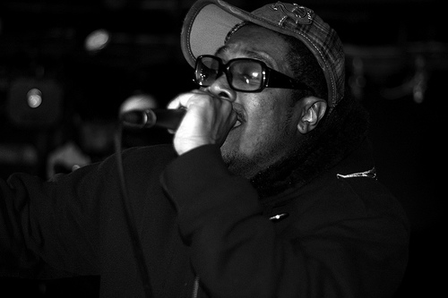 Elzhi – Footage of a performance of ElMatic in Toronto (Video)