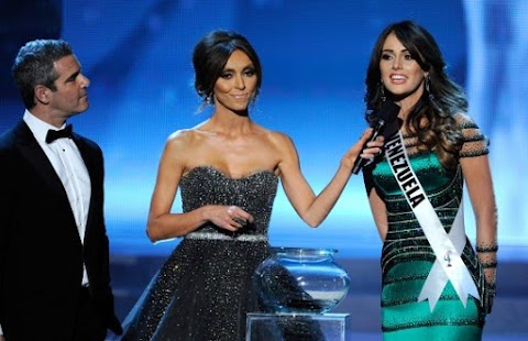 Miss Venezuela Irene Esser recibe burlas por su respuesta en Miss Universo