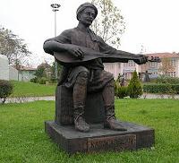 Karacaoğlan Heykeli