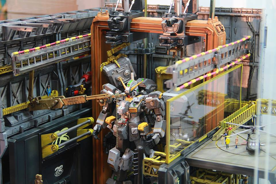 Gundam TR-1 Hazel Maintenance Diorama by Leon Huang
