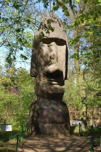 Replika posągu z Wyspy Wielkanocnej