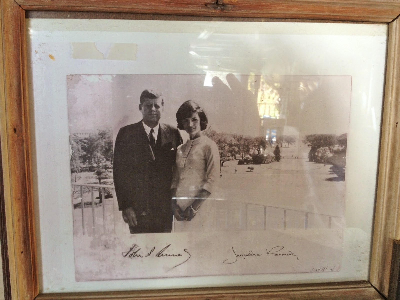 A picture of John F Kennedy and Jackie Kennedy in Pepe's Fishing Club in Byblos.