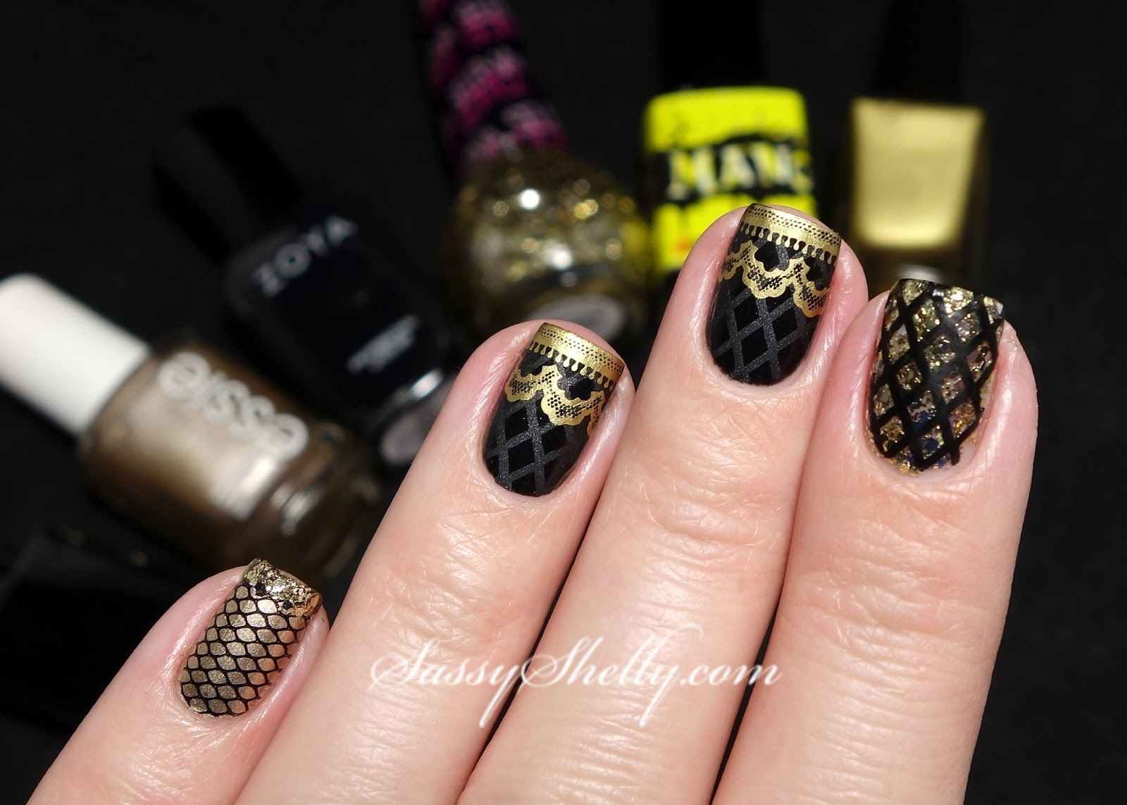 Fancy Black And Gold Nail Image Motif - Nail Art Ideas - morihati.com