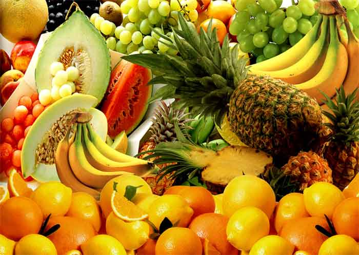 Fruits rich in vitamin C.